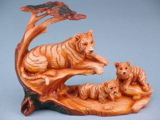 Tiger group with tree - 24cm