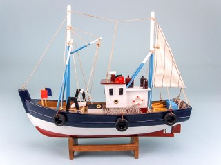 Trawler with Sail - 30cm